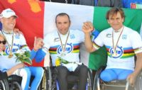 Luca Mazzone and Alex Zanardi, both won 3 Gold Medals. Alex is using a carbonbike.ch kneeler, but modified himself